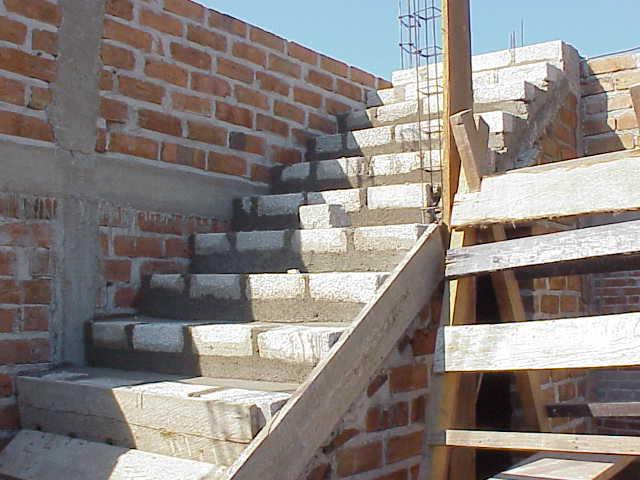 Roma house scala in muratura for Come costruire una cabina di pietra